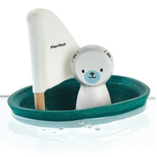 Plantoys Badespielzeug Segelboot Eisbär